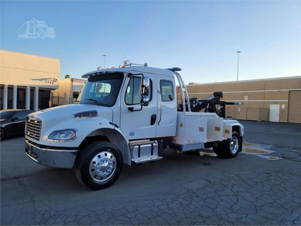 2022  Freightliner Business Class M2 106 full